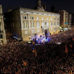 Catalogna indipendente madrid destituisce puigdemont e for Parlamento in diretta