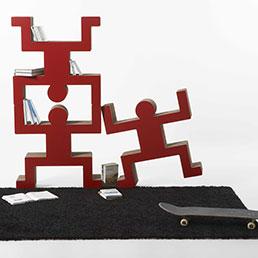 """Tecnologia 3D. Realizzata con il 70% di cartone riciclato dall'azienda marchigiana Kubudesign di Nazzareno Marconi. La tecnologia 3D consente di ottimizzare le proprietà del cartone ottenendo forme curve. Componibile con più moduli, è disponibile in due versioni: 70x70 cm e 45x45 cm. Certificate """"Remade in Italy"""""""
