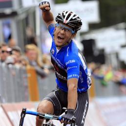 Il colombiano Julian Arredondo taglia vittoriosamente il tragiardo della 18a tappa del Giro d'Italia (AFP Photo)