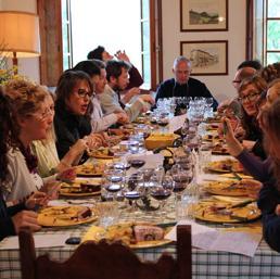 Cena tra sconosciuti l 39 ultima idea di airbnb in italia c for Ospitare a casa