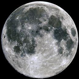 La Luna piena con i suoi grandi crateri
