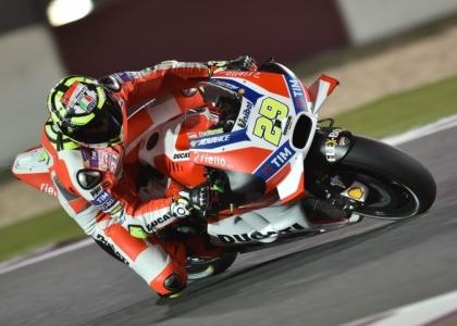 MotoGp, Valentino Rossi rinnova con la Yamaha: accordo fino al 2018