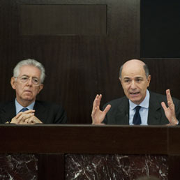 Mario Monti e Corrado Passera. Foto Ansa