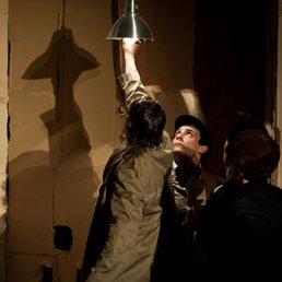 """L'invisibile """"Castello"""" di Kafka, nel labirinto di cartoni di BarberioCorsetti"""