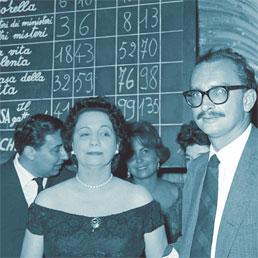 L'imprenditore Guido Alberti, Maria Bellonci e Giangiacomo Feltrinelli festeggiano la vittoria del «Gattopardo» nel 1959