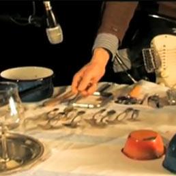 Musica da cucina come trasformare pentole posate bicchieri in strumenti musicali il sole - Strumenti da cucina ...