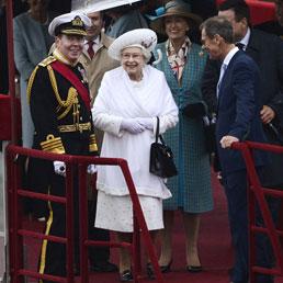 God save the queen storia del controverso rapporto for Quanto costa la corona della regina elisabetta