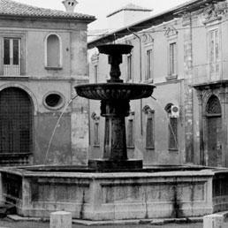 Piazza S. Margherita. Il Palazzetto dei Nobili e Palazzo Camponeschi