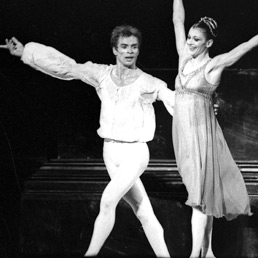 Rudolf Nureyev e Carla Fracci nell'interpretazione di Romeo e Giulietta nel 1981 (Olycom)