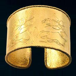 3e0a633c79 Bracciale in Oro, realizzato al cesello e ispirato all'arte etrusca (Alano  Maffucci