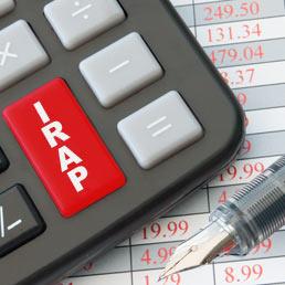 Tassa sulle sigarette elettroniche e acconti fiscali (Irpef, Irap e Ires) più salati per coprire il rinvio dell'Iva