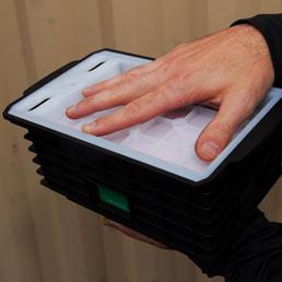 Un prototipo di una batteria ad alta tecnologia dell'azienda Aquion Energy