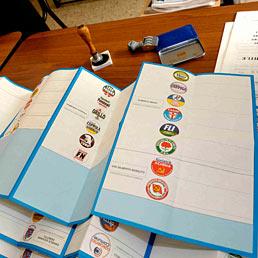 In lieve calo l'affluenza alle urne: alle 12 ha votato il 13,3% (LaPresse)