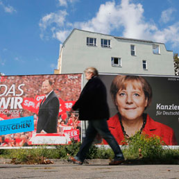 I cartelloni elettorali di Peer Steinbrück, leader della Spd, e del cancelliere Angela Merkel (Reuters)