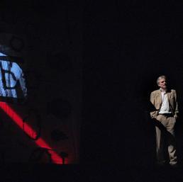 Un momento dello spettacolo Paolo Borsellino - Essendo Stato (courtesy www.teatrosegreto.it)