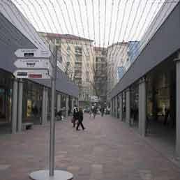 Benedetto Portello: a Milano ha fatto salire in prezzi delle case circostanti del 45%. Nella foto il centro commerciale Portello