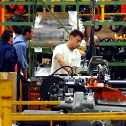 A febbraio balzo della produzione industriale in Italia (Fotogramma)