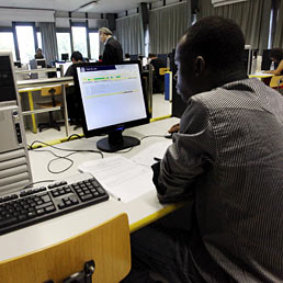Lavorare in Italia? Il 73% degli stranieri dice sì (Fotogramma)