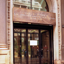 La sede della Camera di commercio di Milano (Fotogramma)