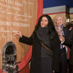 Premio Masi, il filo rosso tra cultura e vino. Vince la scrittrice iraniana Satrapi