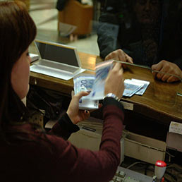 I bancari aprono il round con 200 euro di aumento