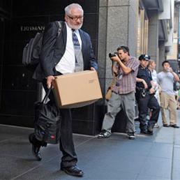 Cinque anni fa il crac di Lehman. Salvare le banche è costato almeno 18mila miliardi di dollari