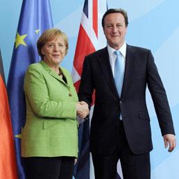 Cameron: «La Gb non entrerà nell'euro ma lo vuole stabile»