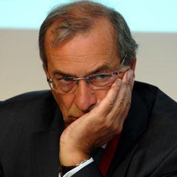L'Ue blocca gli asset del fondo Lia e della Banca centrale. UniCredit (nella foto il presidente Dieter Rampl) pronto a congelare il voto libico