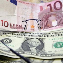 Il balletto scatenato tra l'euro e il dollaro