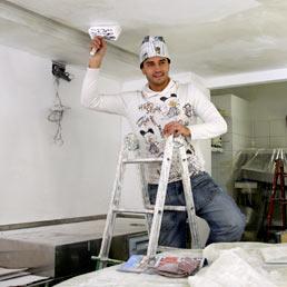 Per ristrutturare casa in Italia si chiedono 142.000 euro di mutuo (Olycom)