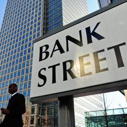 Frodavano su assicurazioni e carte di credito, multa da 1,3 miliardi £ per le banche britanniche