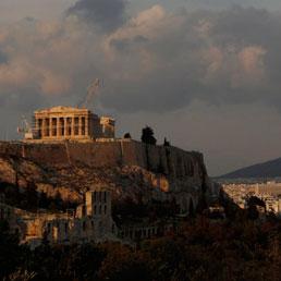 Grecia a un passo dalla ristrutturazione: tassi dei bond a 2 anni oltre il 23%. Cresce il debito/Pil nell'Ue