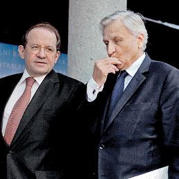 Il vicepresidente della Banca centrale europea Vito Costancio con Jean Claude Trichet (Reuters)