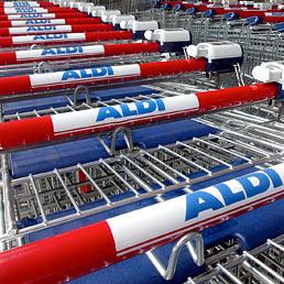 La catena di supermercati Aldi, creata nel secondo dopoguerra da Karl Albrecht insieme con il fratello minore Theo (AP Photo)