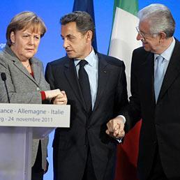 Merkel e Sarkozy a Monti, se crolla l'Italia fallisce l'euro (AFP Photo)