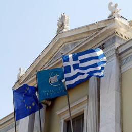 Ok politico al salvataggio della Grecia. Domani la firma. Ue più morbida con la Spagna