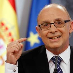 Il ministro spagnolo del Bilancio Cristobal Montoro (Reuters)