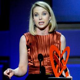 """La svolta social di Yahoo!: nuovo logo dal 5 settembre. E Marissa Mayer """"scippa"""" un altro manager a Google"""