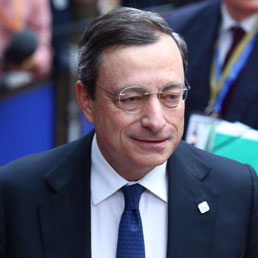 Draghi: pronti ad agire sui tassi - Tutti in rialzo in asta i titoli di Stato - Così le banche centrali danno il ritmo a Borse, valute e bond - Video