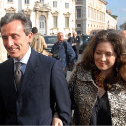 Il ministro Grilli con l'ex moglie Lisa Lowenstland in una foto del 2007. (Fotogramma)