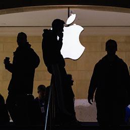 Apple, venduti nove milioni di nuovi iPhone in tre giorni. Il titolo balza a Wall Street - Le novità di iOS7