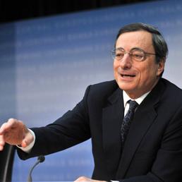 Draghi difende l'euro «irreversibile» e spinge sull'Unione bancaria - Il governatore: «Creare un'identità europea»