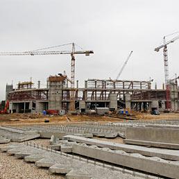 Nella foto il cantiere dove è in costruzione il nuovo Spartak Stadium a Mosca in vista dei campionati del mondo di calcio del 2018 (Corbis)