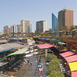 Larcomar Shopping Centre, Miraflores, Lima, Perù (Corbis)