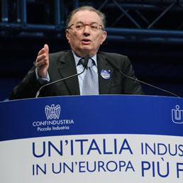 """Nella foto il presidente di Confindustria Giorgio Squinzi al convegno """"Un'Italia industriale in un'Europa più forte"""" all' Oval Lingotto di Torino. (Ansa)"""