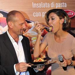 La showgirl argentina, Belen Rodriguez, durante la presentazione della nuova insalata di pasta di McDonald's a Milano ((Fotogramma)