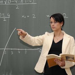Scuola, i superprecari dell'istruzione: professori dal 1990 senza cattedra