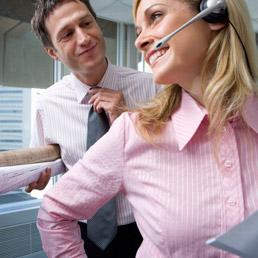 Stop al pettegolezzo sui flirt in ufficio, lede la privacy (Corbis)