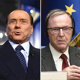 Silvio Berlusconi (s); il presidente del Ppe Wilfred Martens (d)