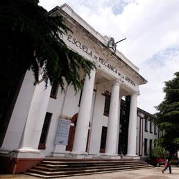 L'ingresso dell'Esma, la scuola ufficiali della Marina argentina, trasformata in centro di detenzione e tortura durante gli anni della dittatura (Reuters)